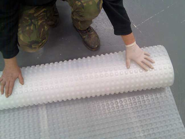 Rolling out floor membrane