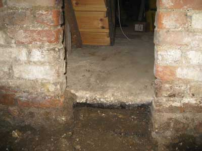 Basement conversion - damp old floor and damp walls.